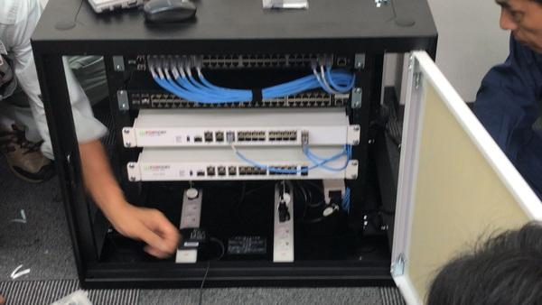 オフィスの電源・ネットワーク工事を行いました。